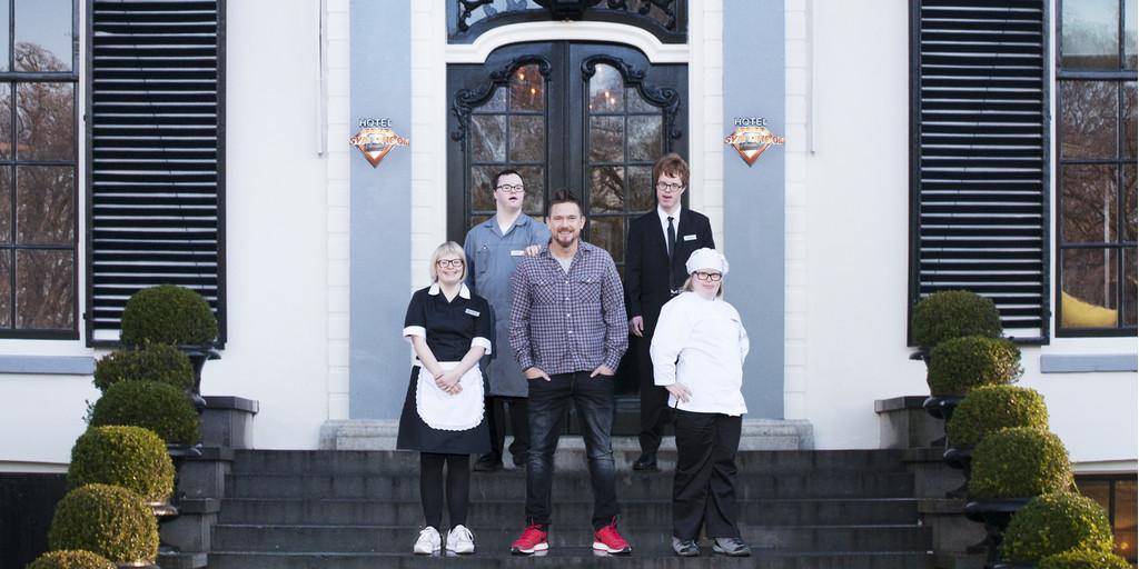 Johnny de Mol opent nieuw 'Hotel SynDroom'